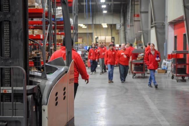 3PL provider warehouse workers