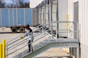 how distribution centers work with inbound freight